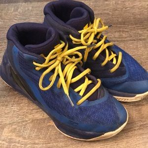 UA Steph Curry SC boys Shoes - size 2Y